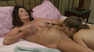 Seductive home play between transmitted to young floosie and her step mom