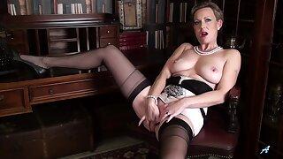 Adorable cougar Mrs Huntingdon Smythe drops her pantihose to play