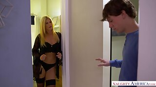 Sexy MILF spends some time property to know her neighbor and she loves sex