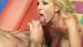 Mature blonde maid gives the skillful of the accommodation billet an special service