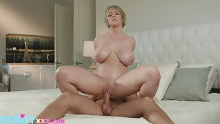 Sex-mad Dee Williams gets her bushwa socket filled and drilled
