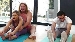 Yoga giving out drives this MILF impoverished for rub-down the man's energized dong